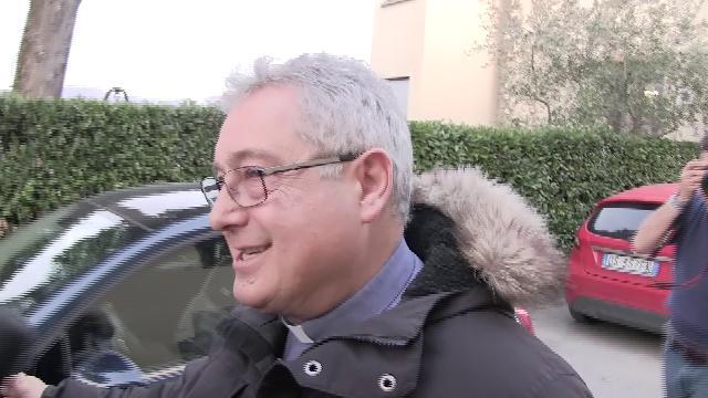 Arresto genitori Renzi, il giorno dopo nella villetta finestre chiuse e la visita del parroco