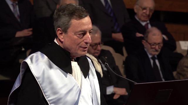 """Euro, Draghi bacchetta i sovranisti: """"Tre cittadini europei su quattro apprezzano la moneta unica"""""""