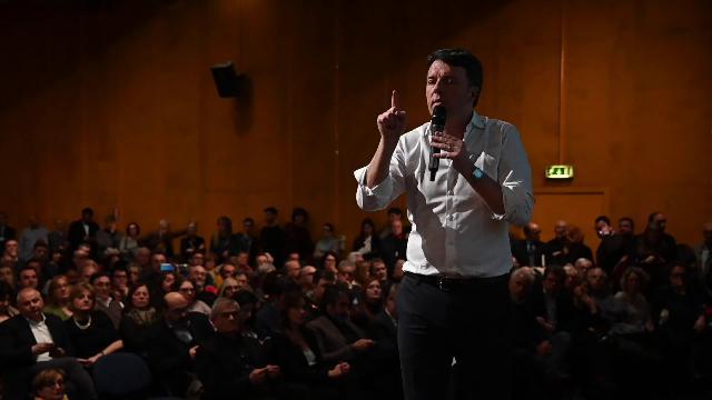 """Matteo Renzi a Torino: """"Sono orgoglioso e fiero di mio padre e mia madre"""""""