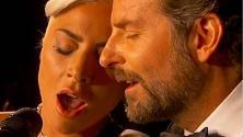 "Oscar 2019, Lady Gaga e Bradley Cooper emozionano con ""Shallow"""