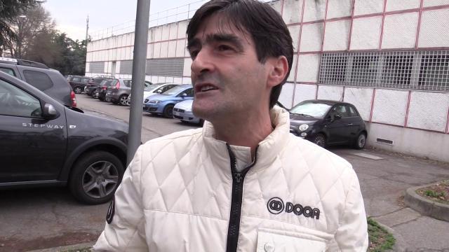 """Il reddito di cittadinanza nella periferia di Milano: """"Bene i soldi ma è una presa per il c..., noi vogliamo il lavoro"""""""