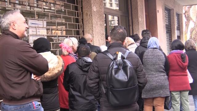 """Reddito di cittadinanza, code a Bologna: """"Molta confusione, il governo è partito troppo in fretta"""""""