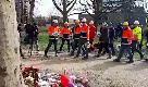 Utrecht, operai in pausa pranzo portano fiori sul luogo della sparatoria