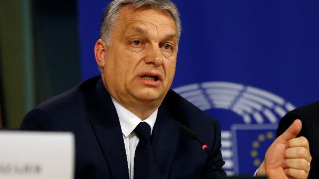"""Elezioni Ue, Orbán sospeso dal Ppe. Il premier ungherese: """"Trovato compromesso"""". E loda Salvini"""