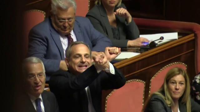 """Mozioni sfiducia, caos in Aula. FI: """"Cercate Toninelli su Google"""". M5s: """"E voi Bunga bunga"""""""