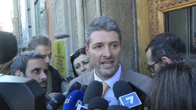 """Scuolabus incendiato, Legale Ousseynou Sy: """"Seri segni di squilibrio, urge perizia psichiatrica"""""""