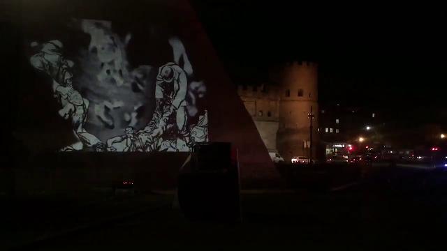 Fosse Ardeatine, sulla Piramide Cestia proiettate le immagini che ricordano l'eccidio