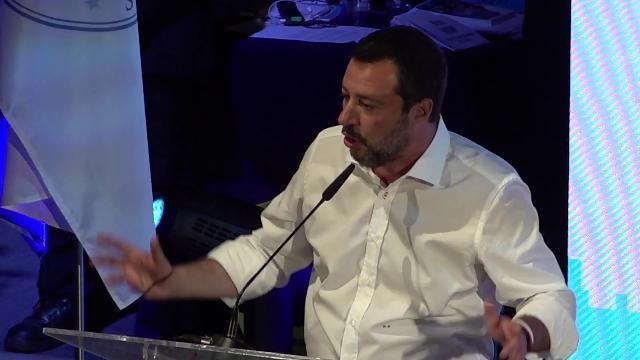 """Matteo Salvini superstar al Congresso di Verona: """"Orgogliosamente sfigato"""""""