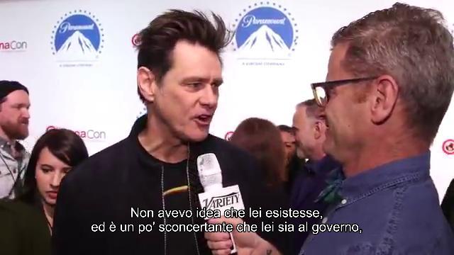 Redazione 05/04/2019 Jim Carrey risponde alla Mussolini: ''Basta girare la foto'