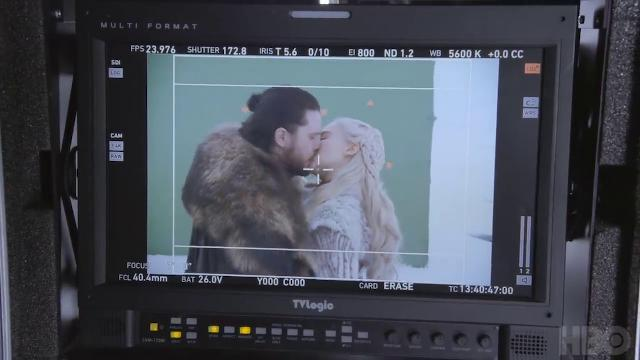 Game of Thrones, il bacio tra Jon Snow e Daenerys: il backstage con conati di vomito