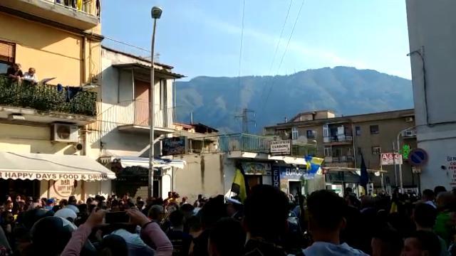 Juve Stabia in serie B, folla e cori nelle strade di Castellammare