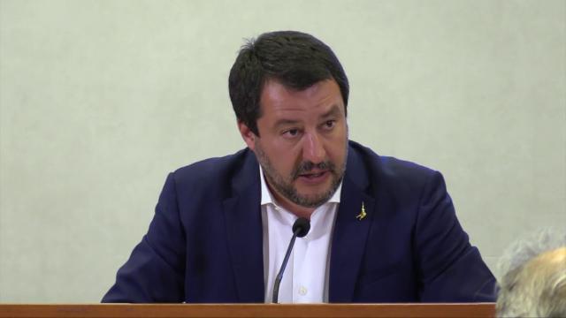 """Salva Roma, Salvini a Raggi: """"Sindaca non investe in qualità vita cittadini. Romani hanno bisogno di una marcia in più"""""""