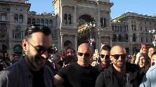 Marco Mengoni, show a sorpresa nel centro di Milano