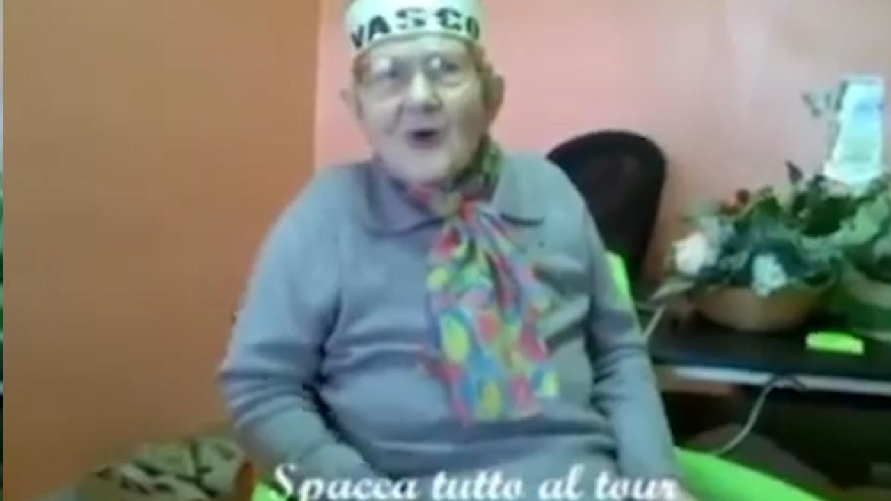 """Brescia, la nonna rock: """"Mi piacerebbe incontrarti"""". E Vasco Rossi risponde all'appello virale di Rosa"""