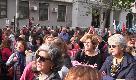 Palermo, sit-in per la professoressa sospesa. C'è chi canta