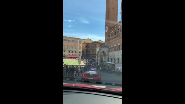 """Cento Ferrari, piovute in Italia da 22 diversi Paesi e un'intrusa, la """"nostra"""" Portofino prestata dalla Ferrari per seguire il famoso """"Tribute to Mille Miglia"""" che ormai da dieci anni […]"""