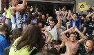 Playoff, la Dinamo vince gara1: giocatori e tifosi festeggiano insieme