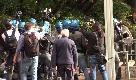 """Genova, giornalista di Repubblica picchiato dalla polizia: """"Urlavo ma non si fermavano"""""""