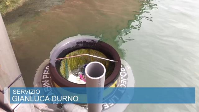 Genova, al Porto Antico l'aspirapolvere per i rifiuti in mare