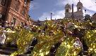 Migranti, flash mob in piazza di Spagna: coperte termiche per #ioaccolgo