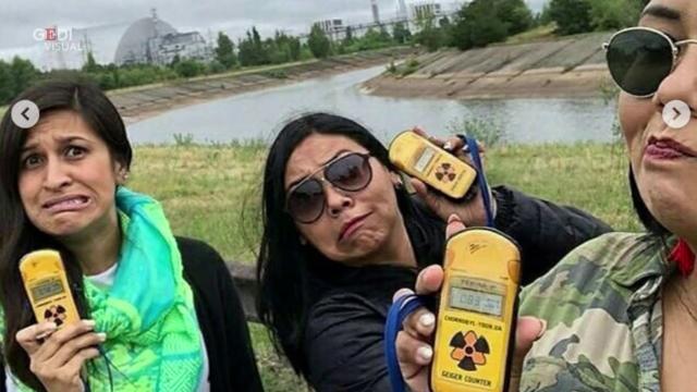 """L'autore della serie tv 'Chernobyl' sgrida i fan: """"Basta selfie sui luoghi del disastro"""""""