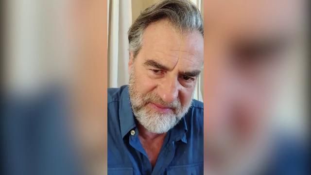 Max Tortora imita Celentano che parla in romano per fare Rugantino: il video è di Carlo Verdone