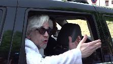 Monza, Morgan sfrattato di casa: urla e tensione con la polizia: ''Ma lei è un boia''