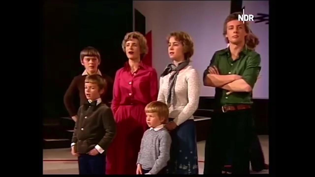 Ursula Von Der Leyen da bambina canta una canzone popolare con la sua  famiglia - La Stampa