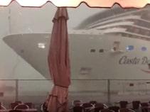 Paura a Venezia, nave da crociera in difficoltà per il maltempo sfiora uno yacht ormeggiato