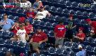 Baseball, la generosità del piccolo tifoso: l'abbraccio che conquista Filadelfia