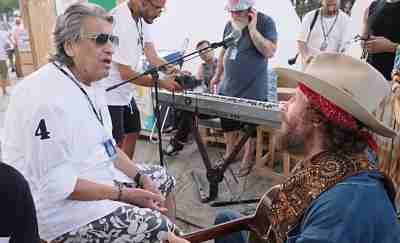 Jova Beach Party, tappa a Roccella con Brunori Sas e Toto Cutugno