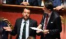 """Crisi di Governo, Conte in senato attacca Salvini e lui bisbiglia: """"Qui ti sbagli amico mio"""""""