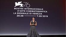 Venezia 76, Alessandra Mastronardi brilla sul red carpet in Giorgio Armani Privé