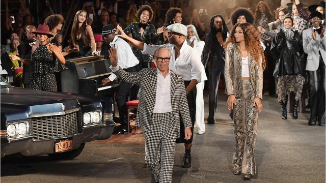 Ashley Graham incinta, Winnie Harlow e la star Zendaya: lo show di Tommy Hilfiger tra musica e bellezza