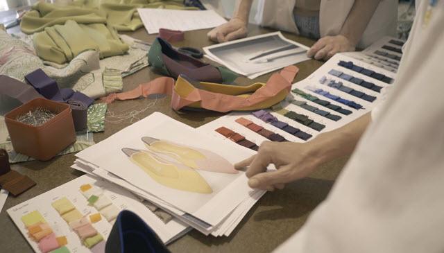 Le scarpe in lana e plastica riciclata arrivano in Italia: il debutto di Rothy's con Marta Ferri
