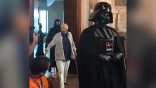 Piero Angela: l'ingresso trionfale con le truppe di Star Wars