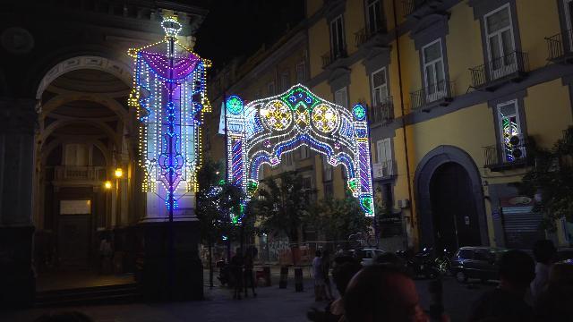 Napoli, dopo 70 anni tornano le luminarie per la festa di San Gennaro