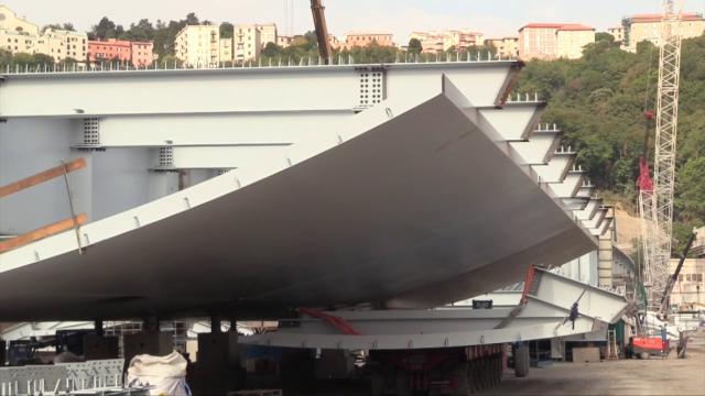 Genova, ecco come cresce il nuovo ponte: viaggio tra gli impalcati di acciaio che saranno presto elevati sulle pile