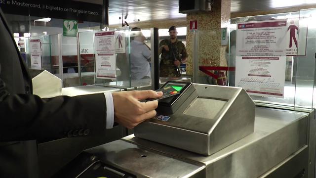 Tap&go, a Roma il biglietto dell'Atac si paga al tornello con la carta di credito