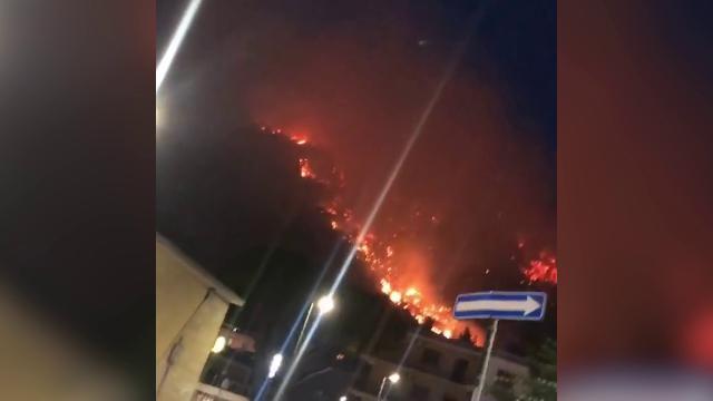 Sarno Incendio Sul Monte Saretto Cittadini Evacuati