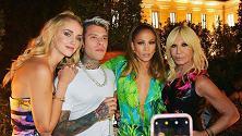 Dentro il party di Donatella Versace, da JLo a Chiara Ferragni non mancava nessuno
