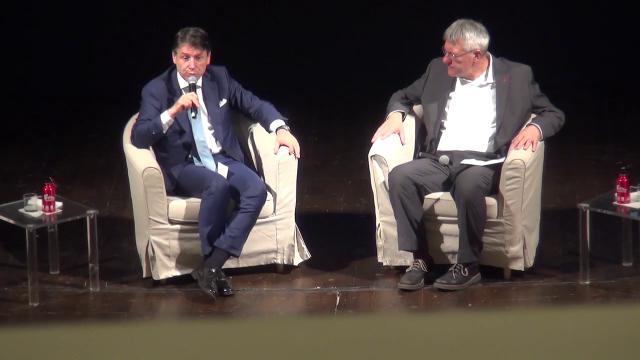"""Conte vuole rivedere il reddito di cittadinanza: """"Bisogna lavorare perché non sia solo assistenziale"""""""