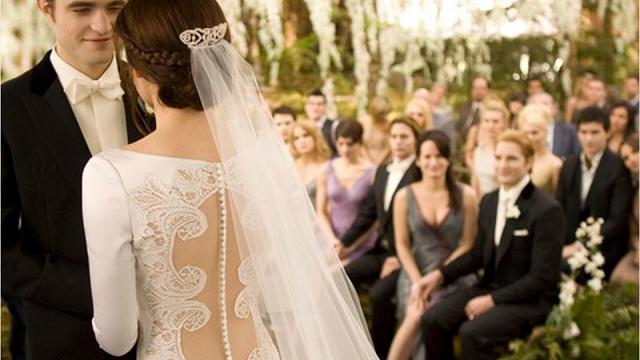 Principeschi o a sirena, ecco i 10 abiti da sposa più belli visti nei film e nelle serie tv