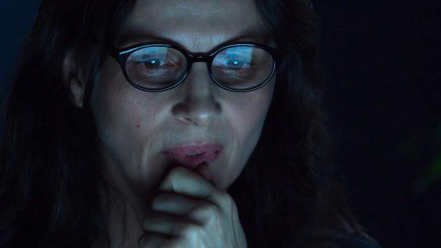 """""""Il mio profilo migliore"""": Juliette Binoche, se a 50 anni ti dimezzi l'età sui social per amore"""