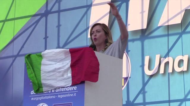 Centrodestra in piazza, Meloni contro gay e lgbt: