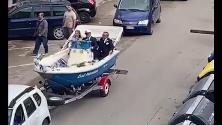Foggia, matrimonio in barca: il corteo degli sposi è a bordo di un motoscafo