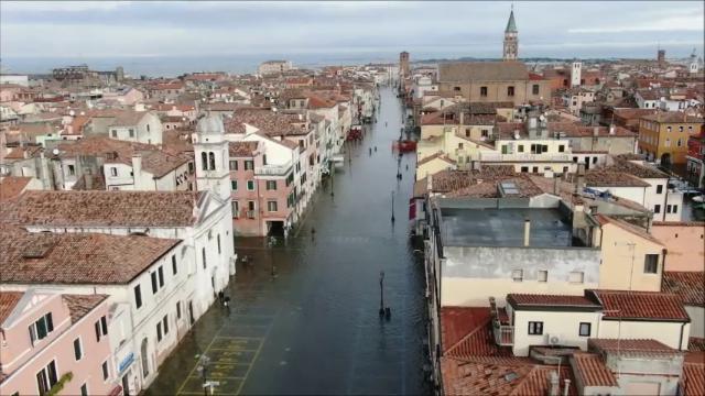 Acqua alta, Chioggia il giorno dopo il disastro. La città ancora sommersa vista dall'alto - la Nuova di Venezia