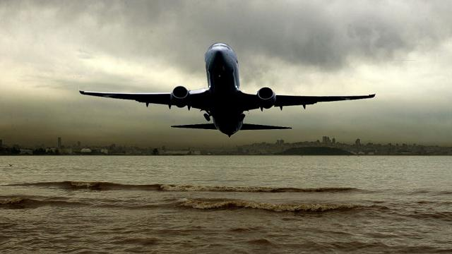 Perché l'atterraggio di emergenza di un aereo di linea sull'acqua è così pericoloso
