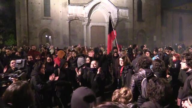 Bologna, sfila il corteo dei centri sociali. Cori contro salvini e la Lega