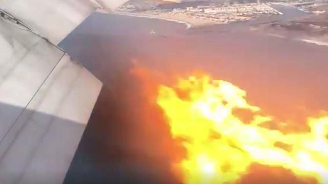 Los Angeles: motore in fiamme, atterraggio di emergenza per l'aereo delle Filippine. Le riprese dei passeggeri